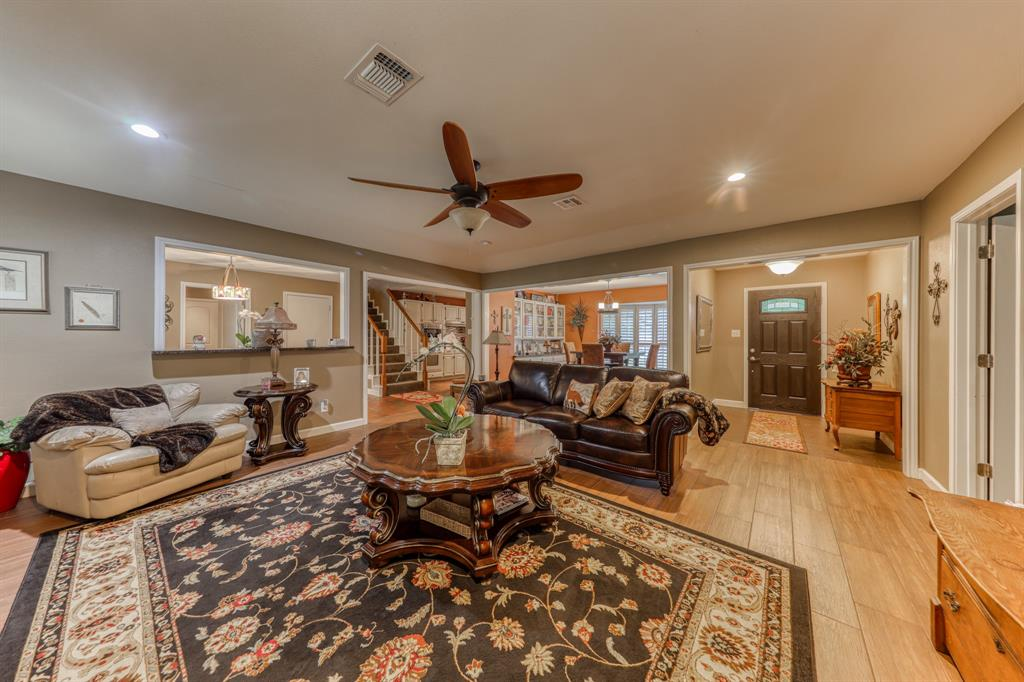 807 Hilltop  Drive, Weatherford, Texas 76086 - acquisto real estate best highland park realtor amy gasperini fast real estate service