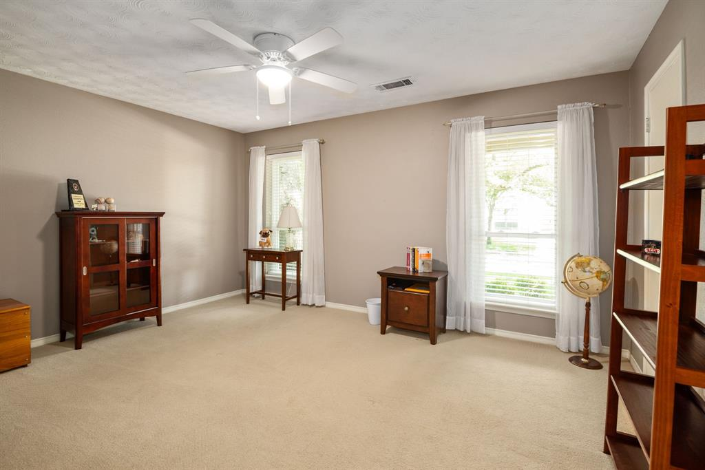 9525 Spring Branch  Drive, Dallas, Texas 75238 - acquisto real estate best investor home specialist mike shepherd relocation expert