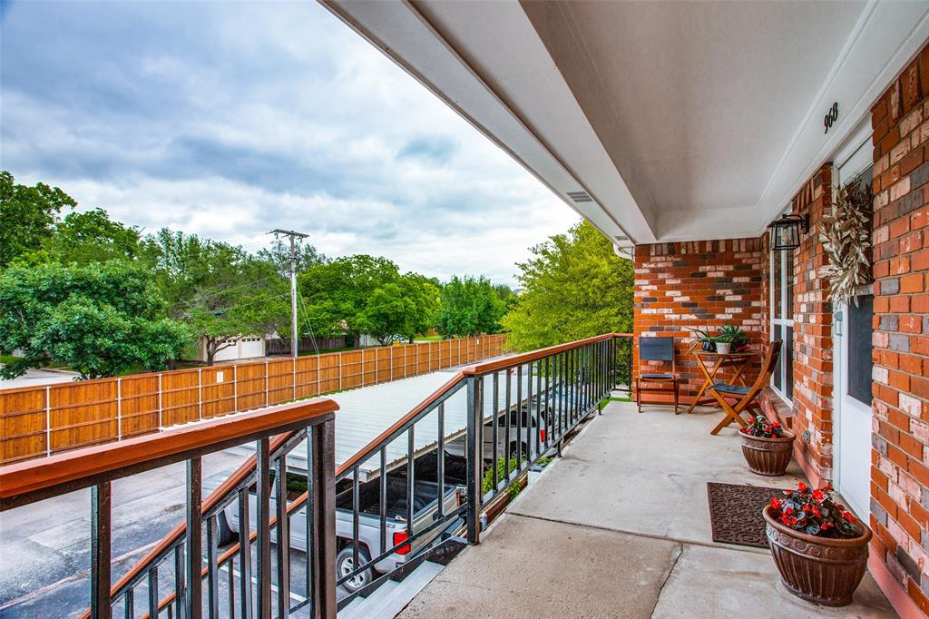 968 Roaring Springs  Road, Fort Worth, Texas 76114 - acquisto real estate best realtor dallas texas linda miller agent for cultural buyers