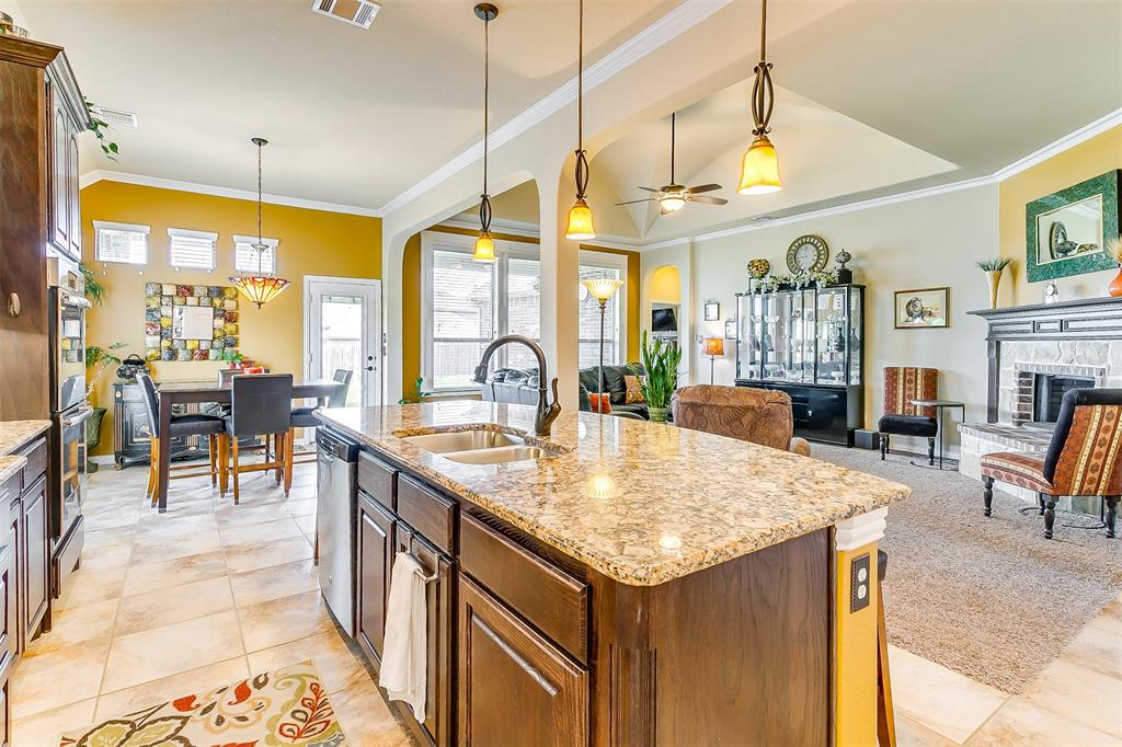 1172 Sapphire  Lane, Burleson, Texas 76058 - acquisto real estate best style realtor kim miller best real estate reviews dfw