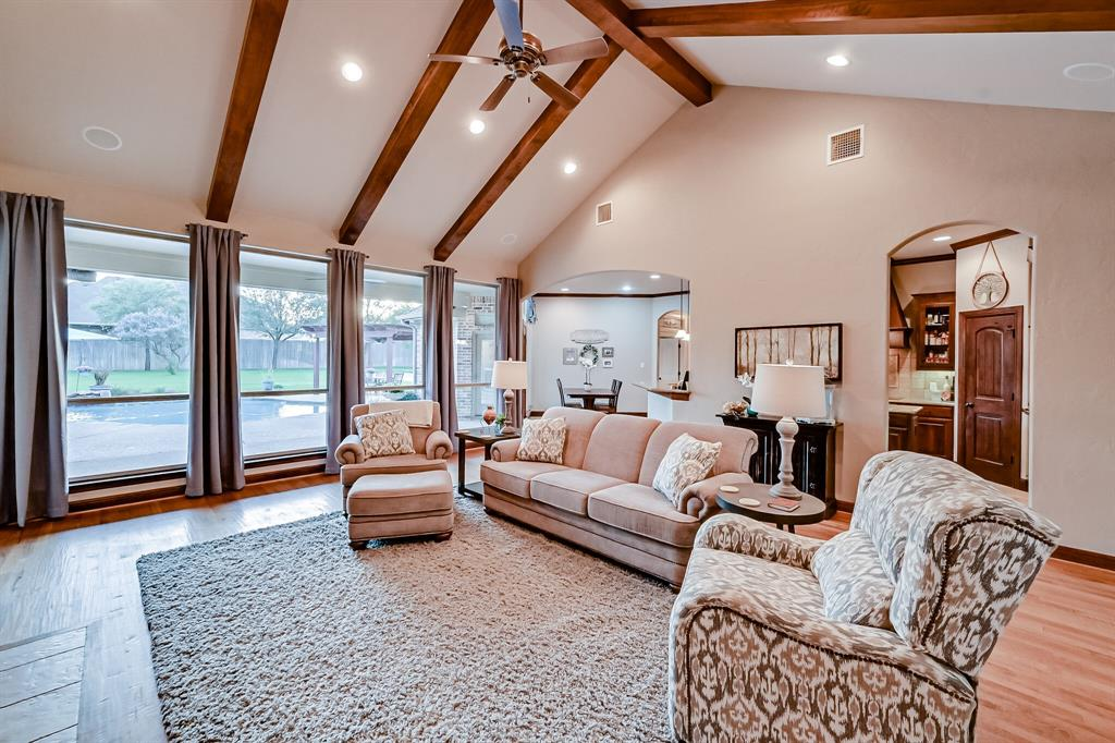 1040 Falcon Creek  Drive, Kennedale, Texas 76060 - acquisto real estate best real estate company to work for