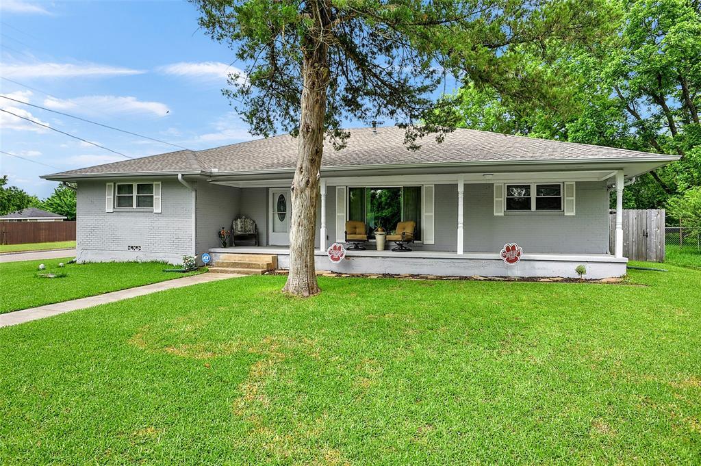 205 Broadway  Street, Whitesboro, Texas 76273 - Acquisto Real Estate best plano realtor mike Shepherd home owners association expert