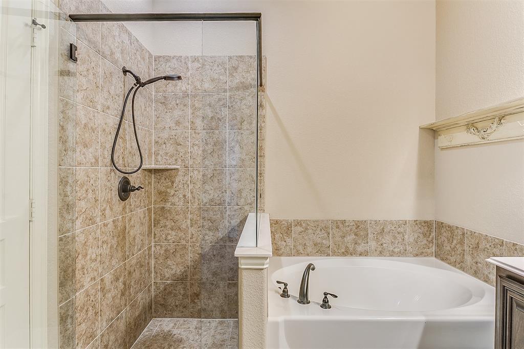 1000 Tarragon  Drive, Burleson, Texas 76028 - acquisto real estate best listing photos hannah ewing mckinney real estate expert