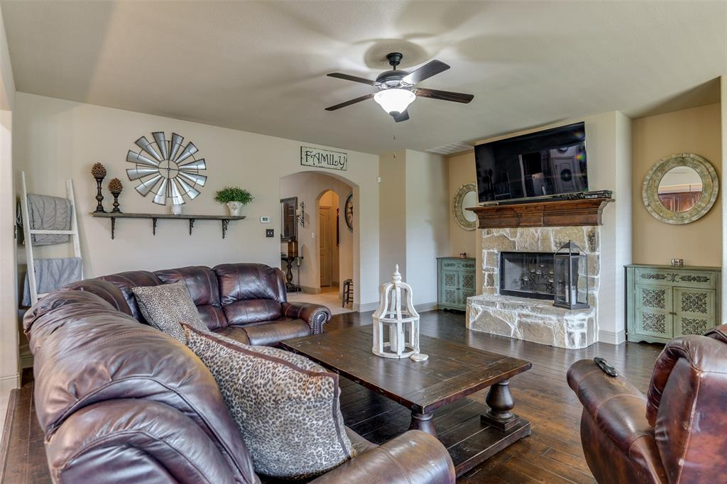 337 Canadian  Lane, Burleson, Texas 76028 - acquisto real estate best real estate company to work for
