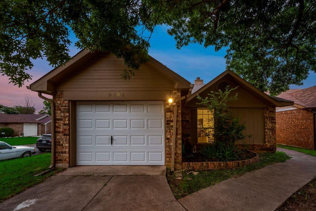 9101 Horncastle  Court, Fort Worth, Texas 76134 - Acquisto Real Estate best plano realtor mike Shepherd home owners association expert