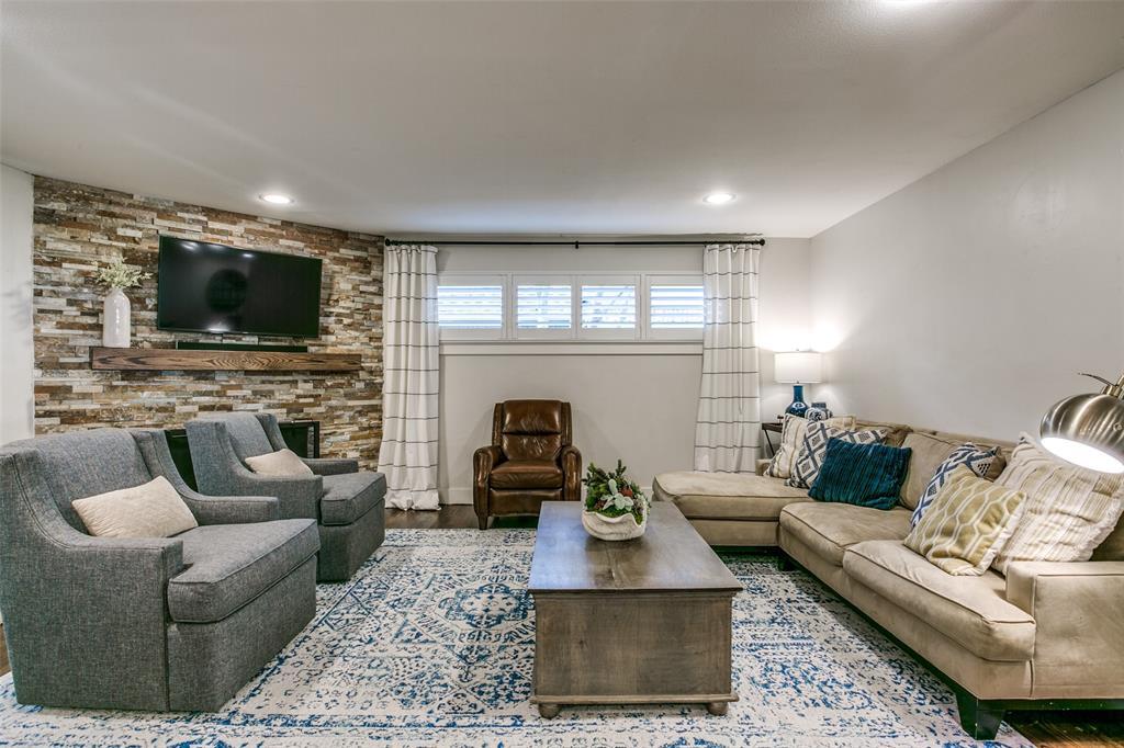 8914 Fenchurch  Road, Dallas, Texas 75238 - acquisto real estate best highland park realtor amy gasperini fast real estate service