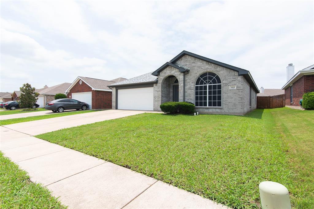 1019 Maria  Drive, Grand Prairie, Texas 75052 - acquisto real estate best allen realtor kim miller hunters creek expert