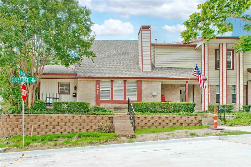 2038 Clubridge  Drive, Carrollton, Texas 75006 - Acquisto Real Estate best plano realtor mike Shepherd home owners association expert
