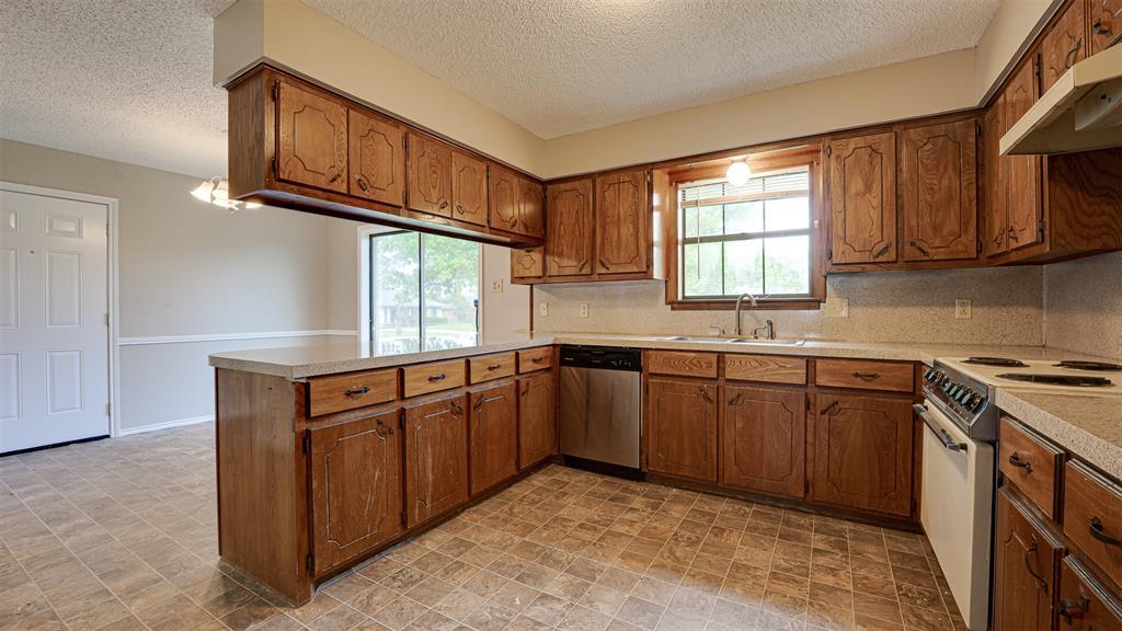 329 Hyles  Street, Italy, Texas 76651 - acquisto real estate best celina realtor logan lawrence best dressed realtor