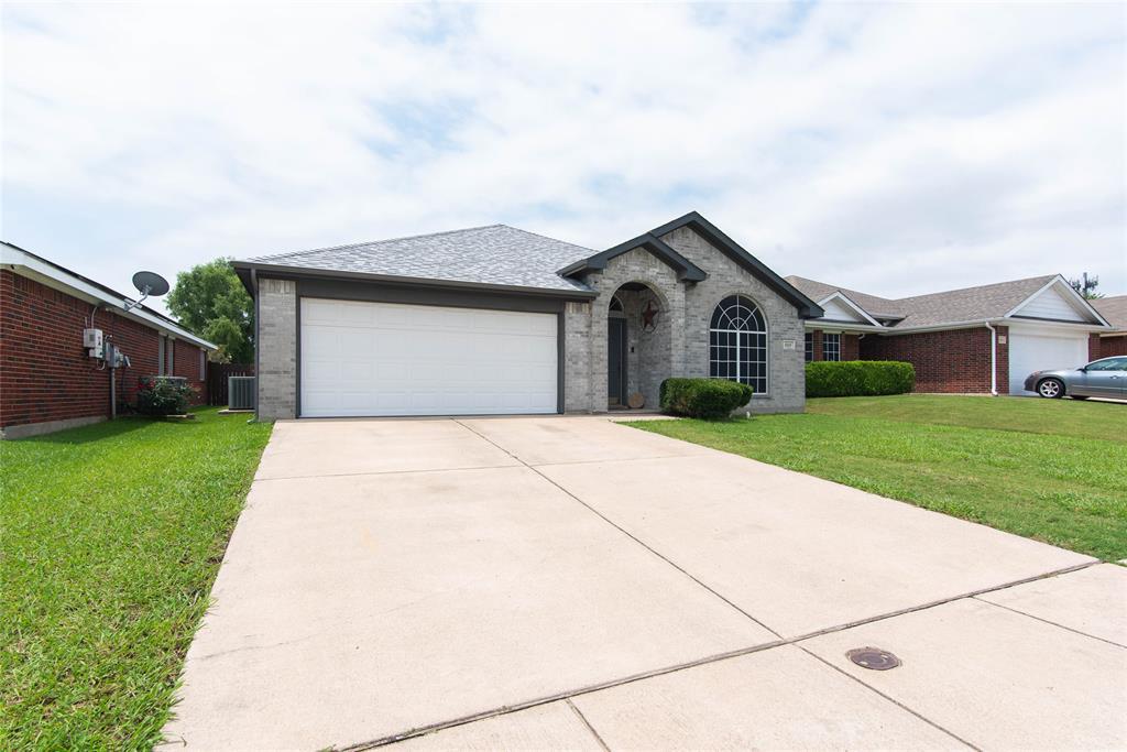 1019 Maria  Drive, Grand Prairie, Texas 75052 - Acquisto Real Estate best mckinney realtor hannah ewing stonebridge ranch expert