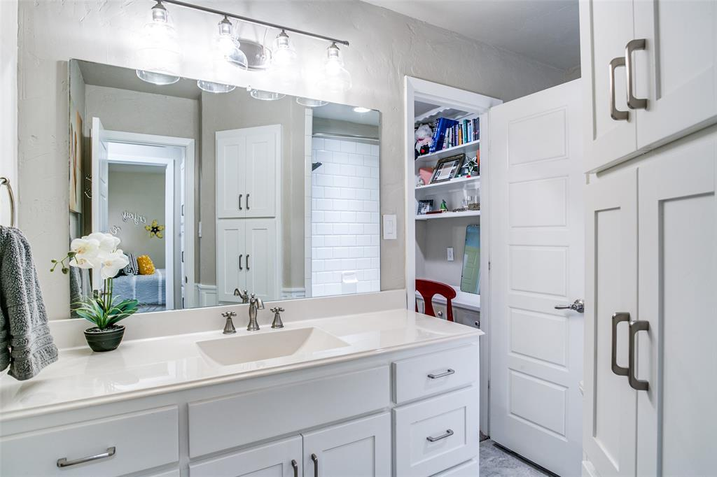 809 Wheelwood  Drive, Hurst, Texas 76053 - acquisto real estate best realtor foreclosure real estate mike shepeherd walnut grove realtor