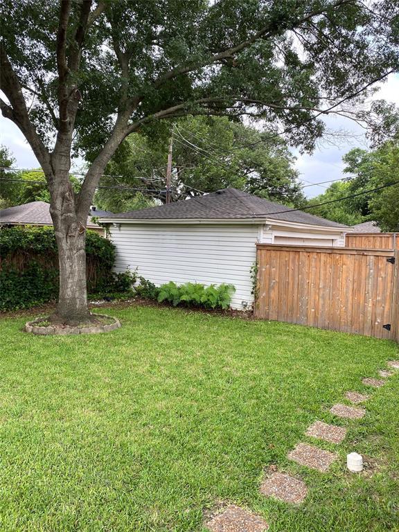 6426 Glennox Ln  Dallas, Texas 75214 - acquisto real estate best real estate company to work for