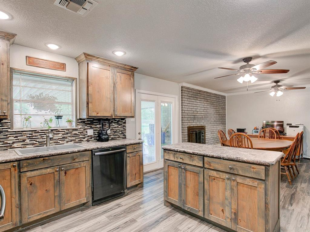 401 Wilson  Avenue, Whitney, Texas 76692 - acquisto real estate best new home sales realtor linda miller executor real estate