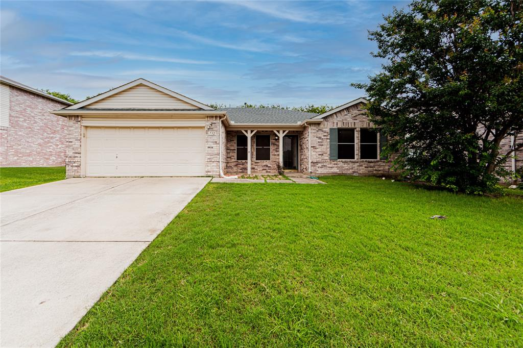 732 Oriole  Drive, Saginaw, Texas 76131 - Acquisto Real Estate best plano realtor mike Shepherd home owners association expert