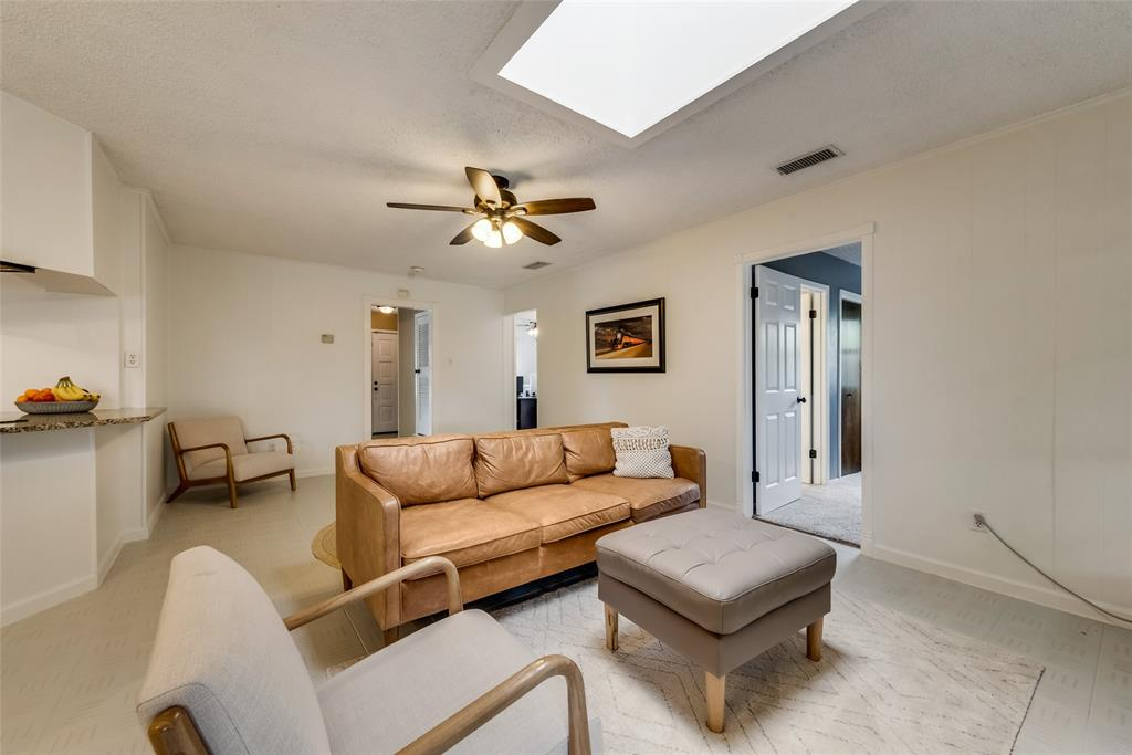 2133 Mountainview  Drive, Hurst, Texas 76054 - acquisto real estate best the colony realtor linda miller the bridges real estate