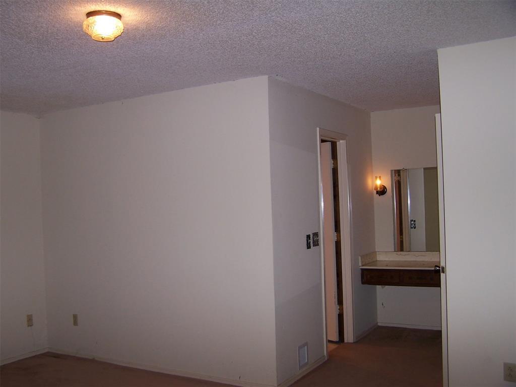 8258 Westrock  Drive, Dallas, Texas 75243 - acquisto real estate best photos for luxury listings amy gasperini quick sale real estate