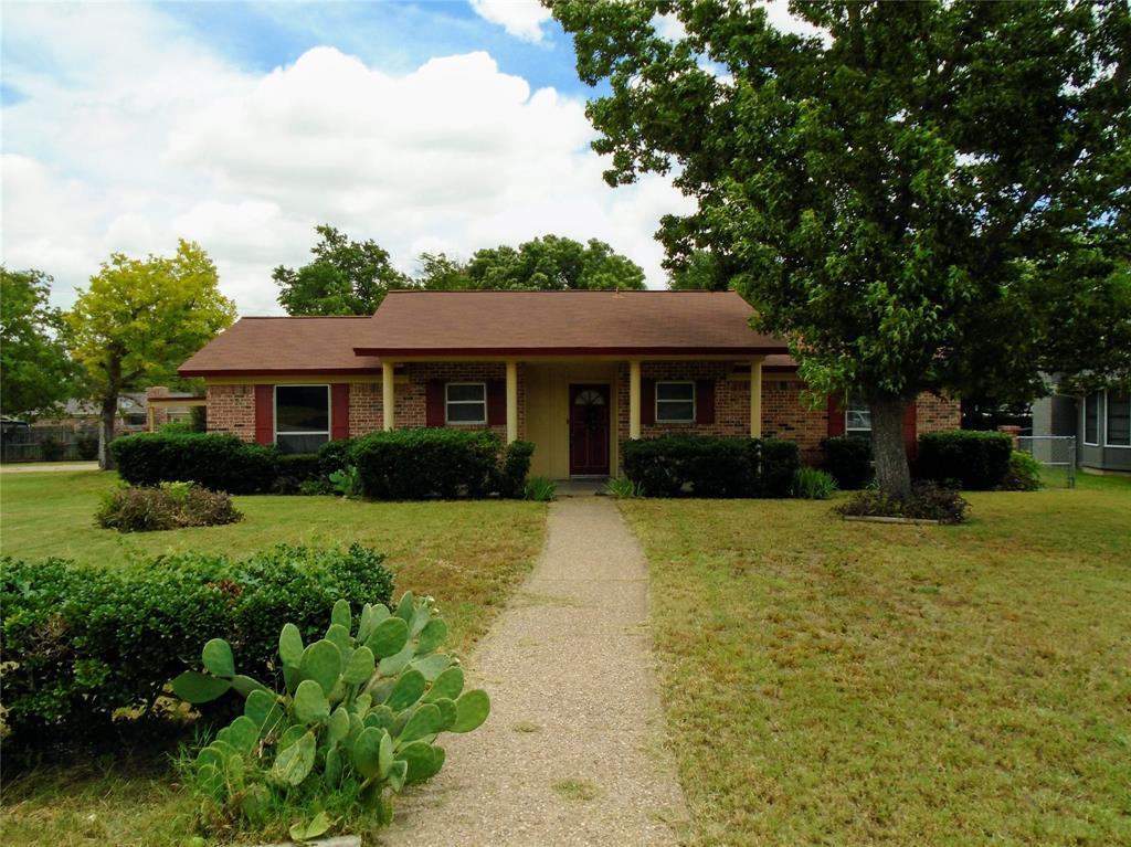 2021 Pebblecreek  Drive, Cleburne, Texas 76033 - Acquisto Real Estate best frisco realtor Amy Gasperini 1031 exchange expert