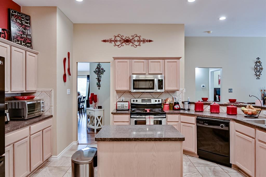 7002 Snowy Owl  Street, Arlington, Texas 76002 - acquisto real estate best negotiating realtor linda miller declutter realtor