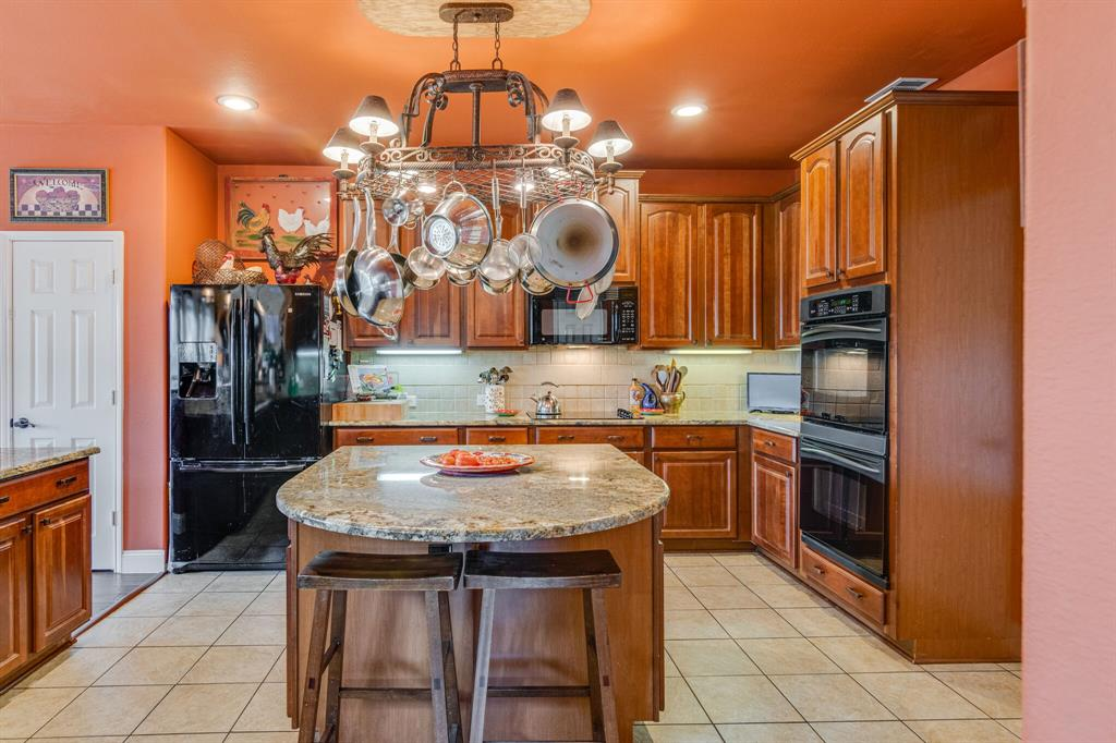 947 Yucca  Court, Burleson, Texas 76028 - acquisto real estate best photos for luxury listings amy gasperini quick sale real estate