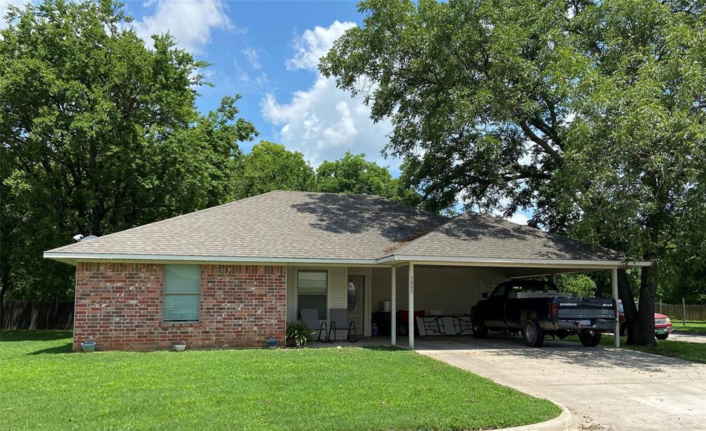 1209 MOSS  Gainesville, Texas 76240 - Acquisto Real Estate best frisco realtor Amy Gasperini 1031 exchange expert