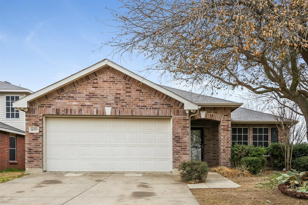 16757 Ford Oak  Lane, Justin, Texas 76247 - Acquisto Real Estate best plano realtor mike Shepherd home owners association expert