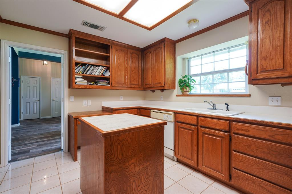 201 Chaparral  Drive, Granbury, Texas 76049 - acquisto real estate best real estate company to work for
