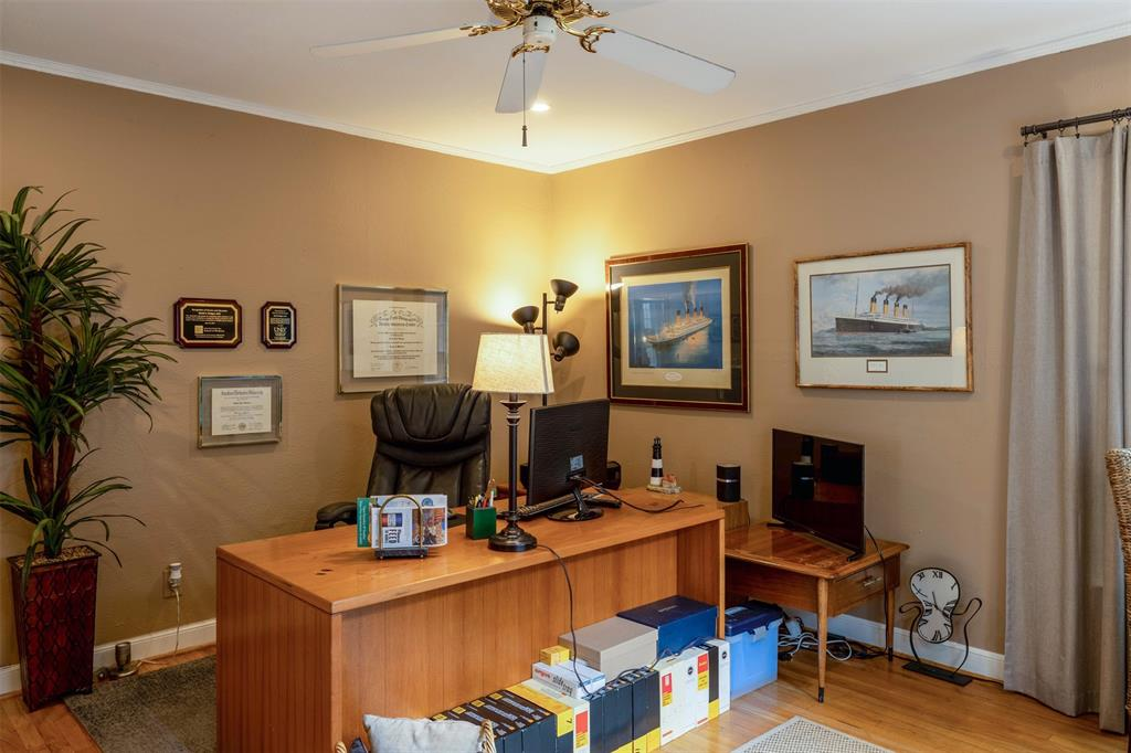 1154 Edgefield  Avenue, Dallas, Texas 75208 - acquisto real estate best real estate company to work for