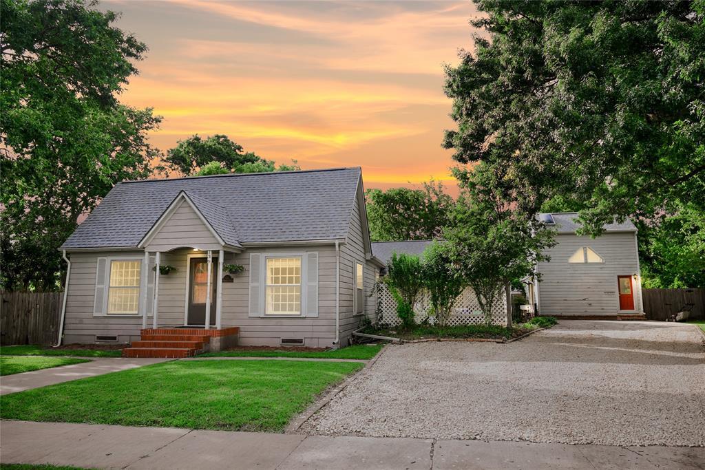 136 Umphress  Street, Van Alstyne, Texas 75495 - Acquisto Real Estate best plano realtor mike Shepherd home owners association expert