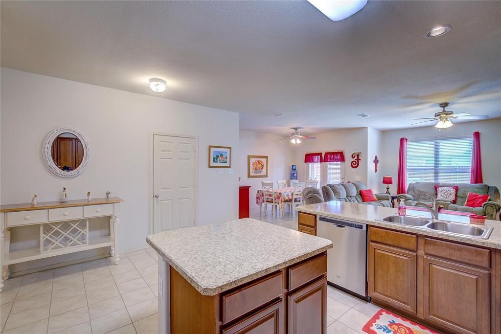 2116 Long Forest  Road, Heartland, Texas 75126 - acquisto real estate best real estate company to work for