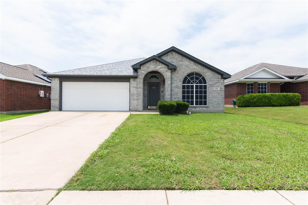 1019 Maria  Drive, Grand Prairie, Texas 75052 - Acquisto Real Estate best plano realtor mike Shepherd home owners association expert