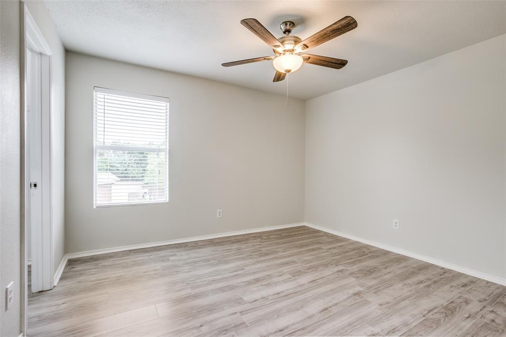 204 Star  Court, Red Oak, Texas 75154 - acquisto real estate best realtor foreclosure real estate mike shepeherd walnut grove realtor