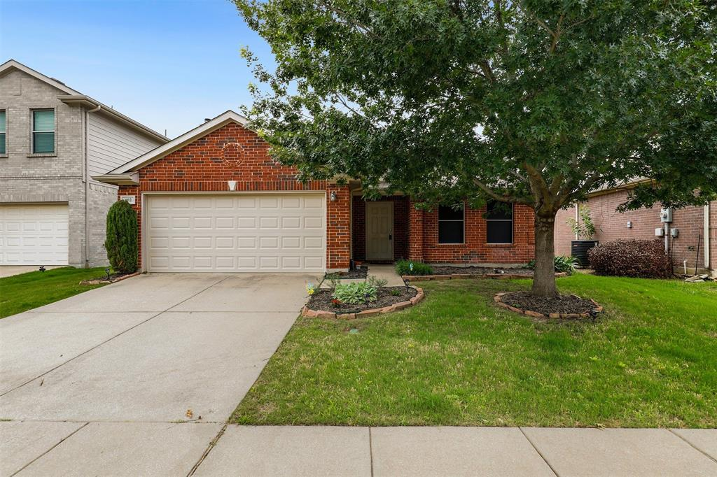 1012 Aviary  Drive, Aubrey, Texas 76227 - Acquisto Real Estate best plano realtor mike Shepherd home owners association expert