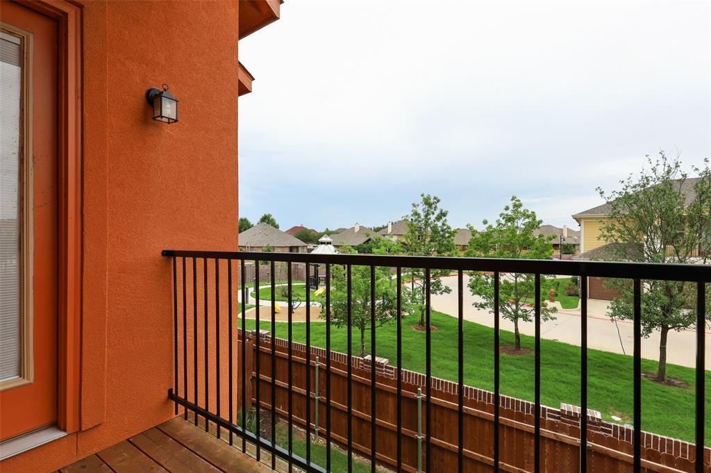 2670 Venice  Drive, Grand Prairie, Texas 75054 - acquisto real estate best realtor foreclosure real estate mike shepeherd walnut grove realtor