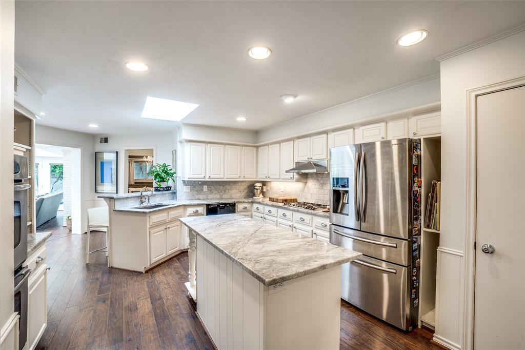 4240 Glenaire  Drive, Dallas, Texas 75229 - acquisto real estate best photos for luxury listings amy gasperini quick sale real estate