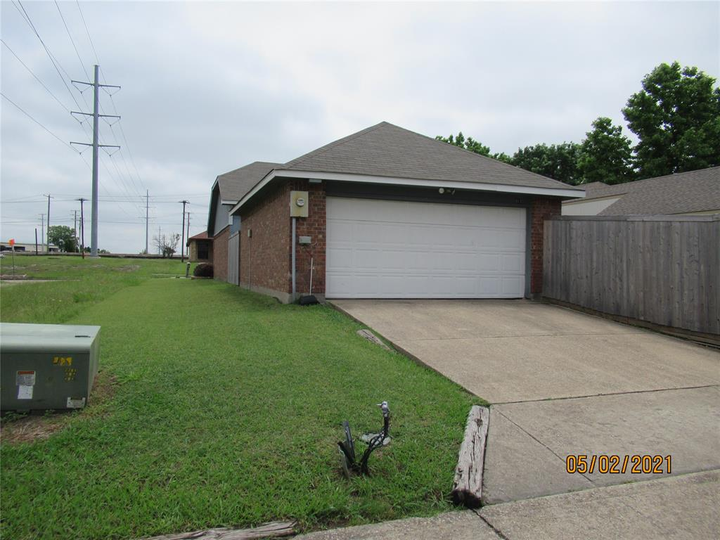 917 Old Barn  Lane, Mesquite, Texas 75149 - acquisto real estate best plano real estate agent mike shepherd