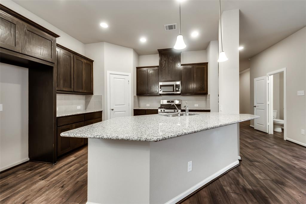 6827 Prompton  Bend, Irving, Texas 75063 - acquisto real estate best highland park realtor amy gasperini fast real estate service
