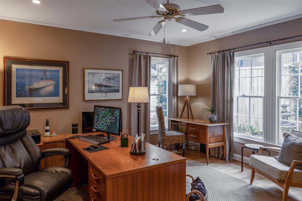 1154 Edgefield  Avenue, Dallas, Texas 75208 - acquisto real estate best celina realtor logan lawrence best dressed realtor