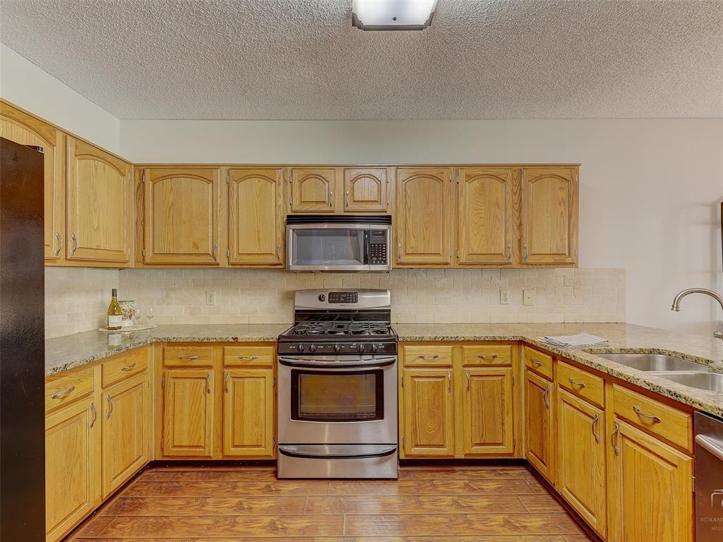 2121 Lansdown  Drive, Carrollton, Texas 75010 - acquisto real estate best new home sales realtor linda miller executor real estate