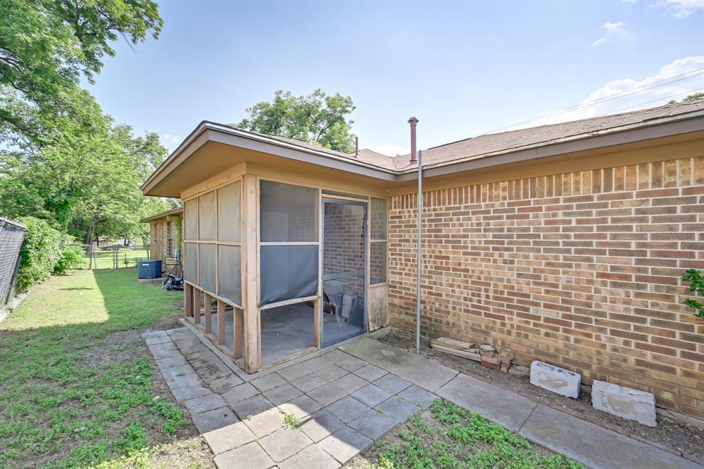 2401 Ben  Avenue, Fort Worth, Texas 76103 - acquisto real estate best luxury home specialist shana acquisto