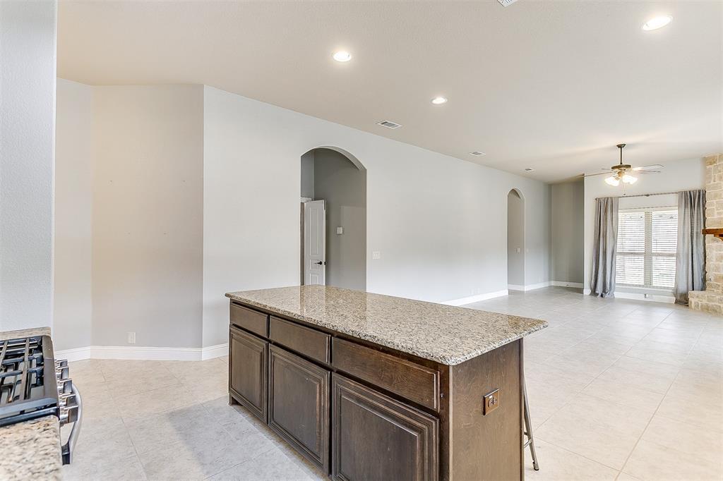 1000 Tarragon  Drive, Burleson, Texas 76028 - acquisto real estate best listing agent in the nation shana acquisto estate realtor