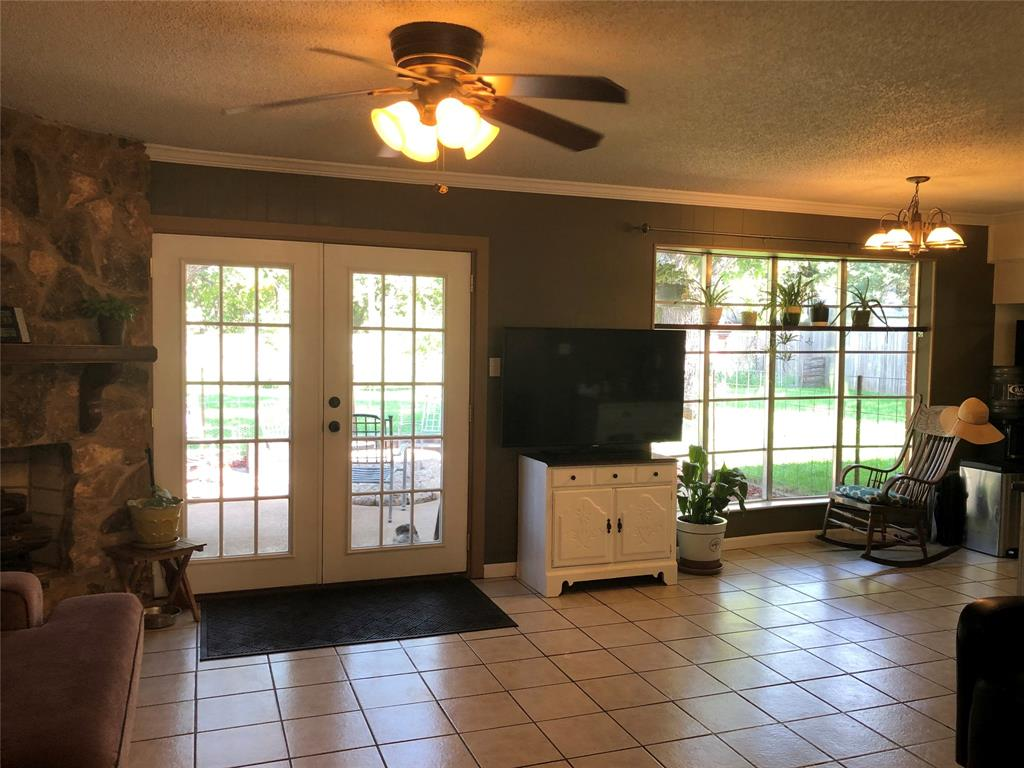 2916 6th  Street, Mineral Wells, Texas 76067 - acquisto real estate best real estate company to work for