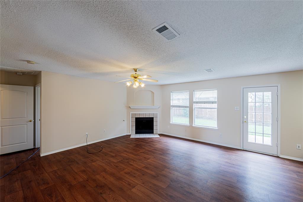 732 Oriole  Drive, Saginaw, Texas 76131 - acquisto real estate best the colony realtor linda miller the bridges real estate