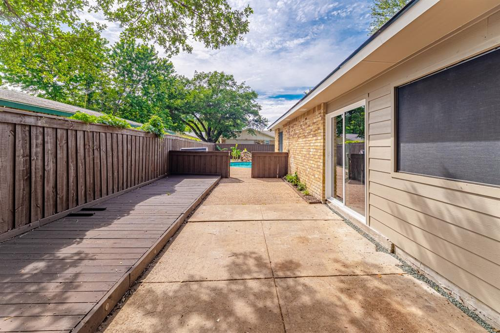 6221 Glenmoor  Drive, Garland, Texas 75043 - acquisto real estate best park cities realtor kim miller best staging agent