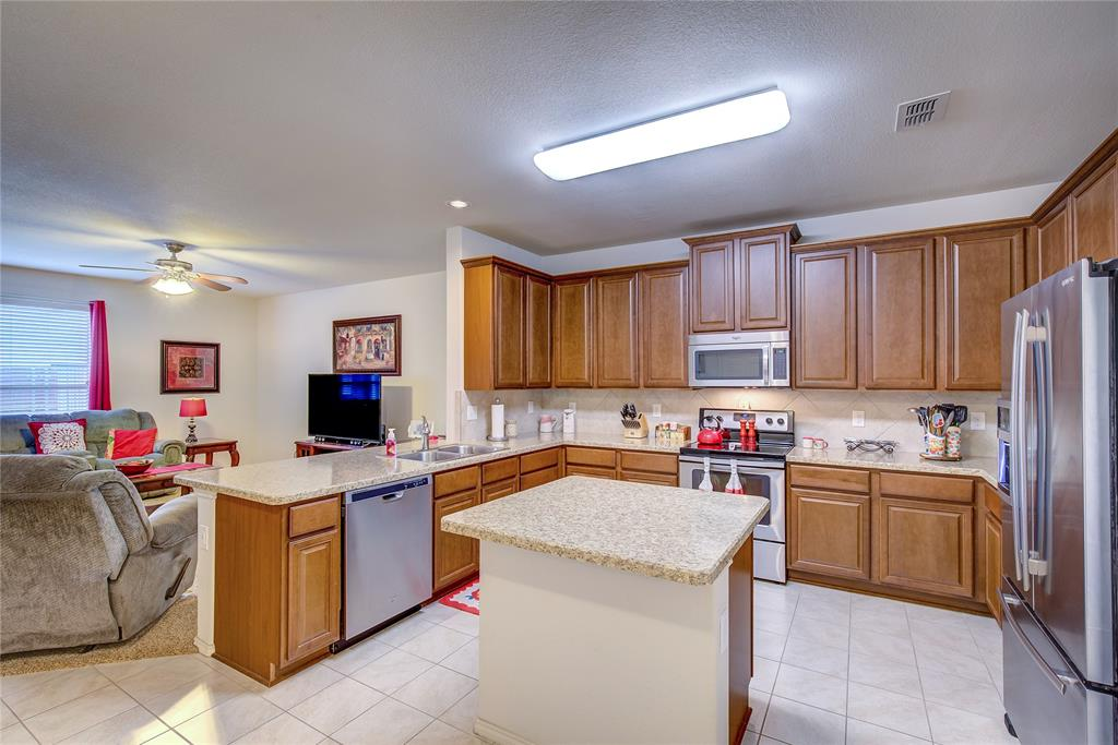 2116 Long Forest  Road, Heartland, Texas 75126 - acquisto real estate best highland park realtor amy gasperini fast real estate service