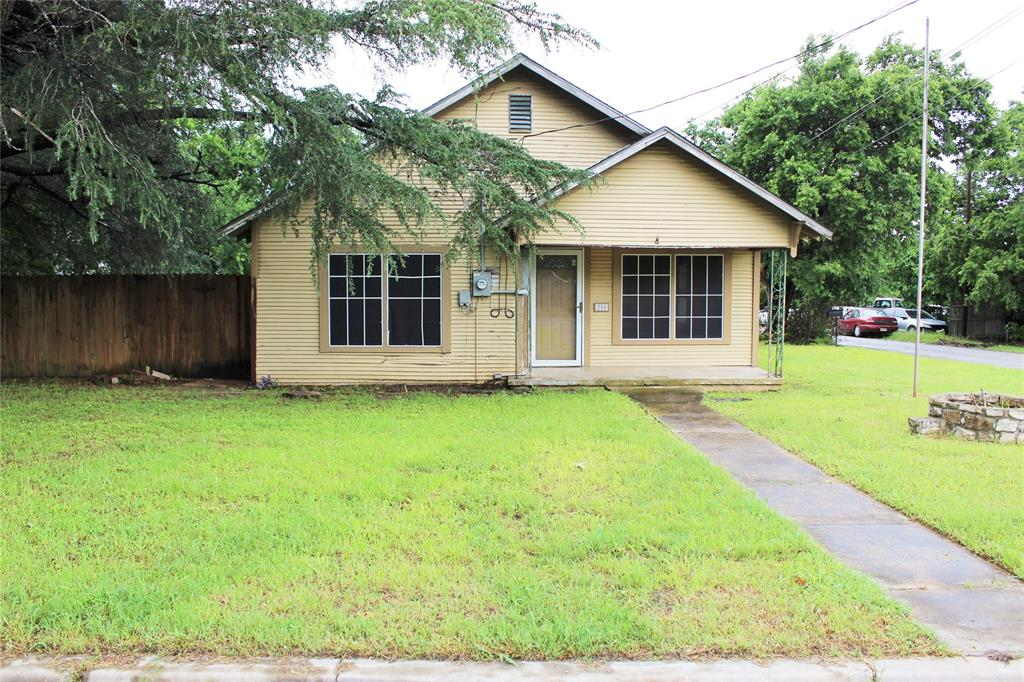 200 Lennox  Street, Stephenville, Texas 76401 - Acquisto Real Estate best plano realtor mike Shepherd home owners association expert