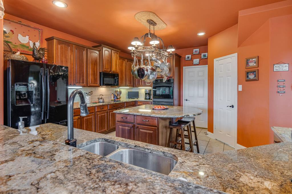 947 Yucca  Court, Burleson, Texas 76028 - acquisto real estate best new home sales realtor linda miller executor real estate
