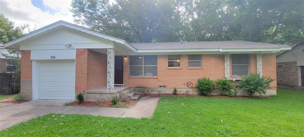 704 Lusk  Street, Bonham, Texas 75418 - Acquisto Real Estate best frisco realtor Amy Gasperini 1031 exchange expert