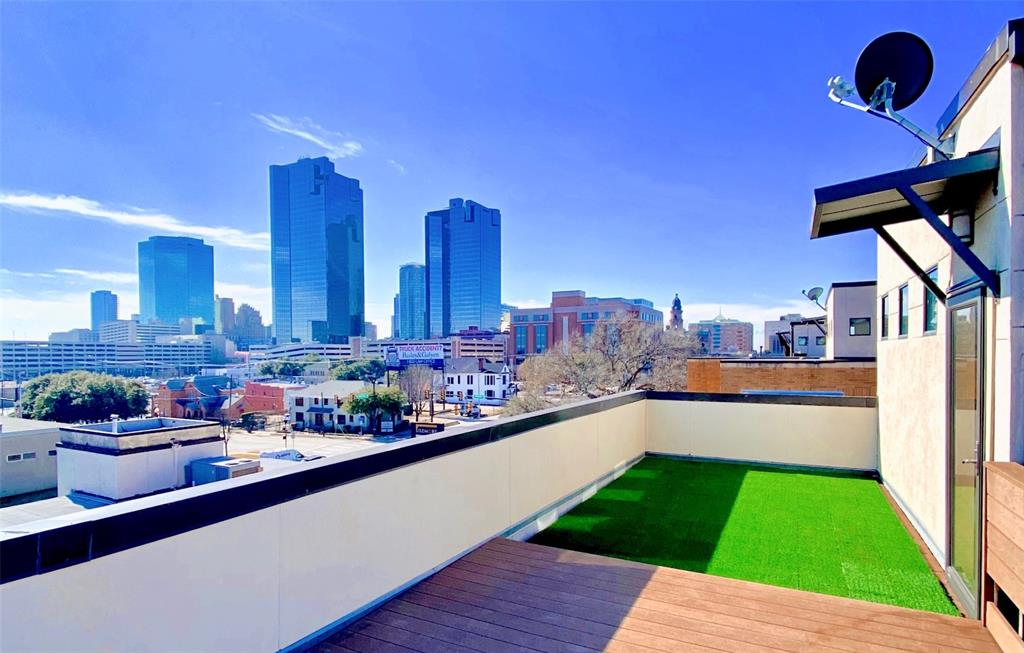 624 Skyline Bluff  Drive, Fort Worth, Texas 76102 - Acquisto Real Estate best frisco realtor Amy Gasperini 1031 exchange expert