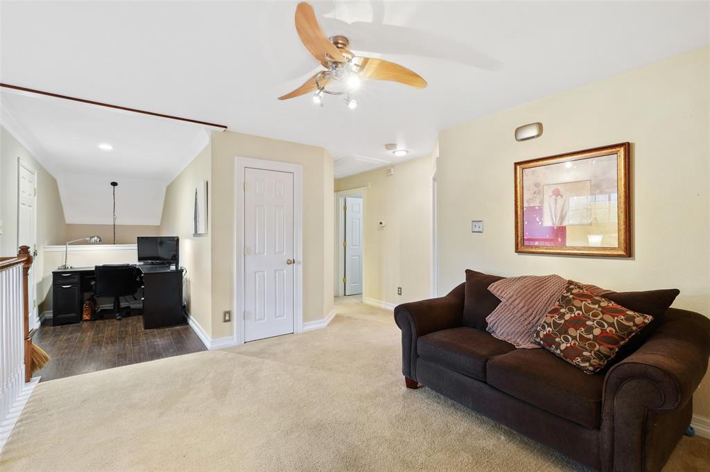 407 Clover Leaf  Lane, McKinney, Texas 75072 - acquisto real estate best realtor foreclosure real estate mike shepeherd walnut grove realtor