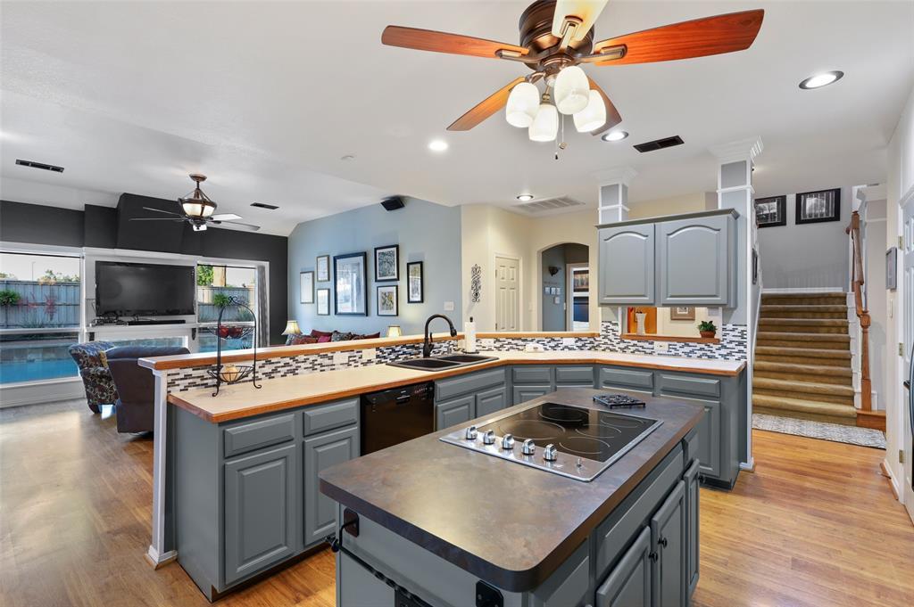 407 Clover Leaf  Lane, McKinney, Texas 75072 - acquisto real estate best new home sales realtor linda miller executor real estate